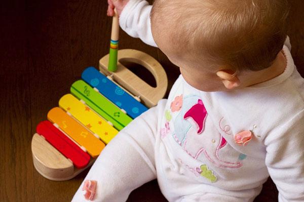 Бебетата и музиката